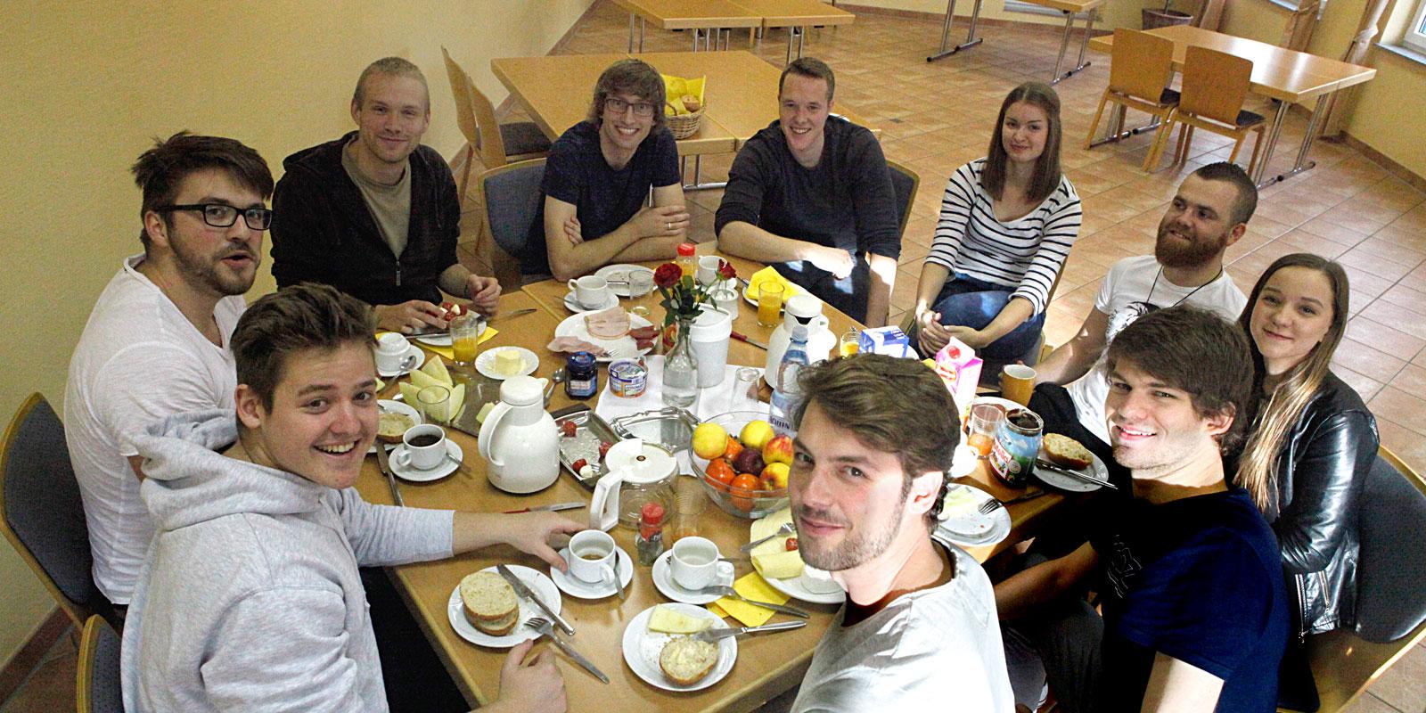 """Band """"Connectet"""" beim Frühstück in der Christuskirche. © Martens"""