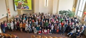 Zum Abschied versammelte sich die ganze Gemeinde zum Gruppenfoto. ©Martens